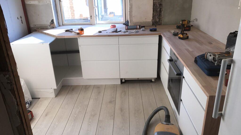 Kontakt Hundstrup Byg - dit lokale tømrerfirma i Nordsjælland og professionelle samarbejdspartner, som vægter godt håndværk og god kvalitet højt. Klik her.